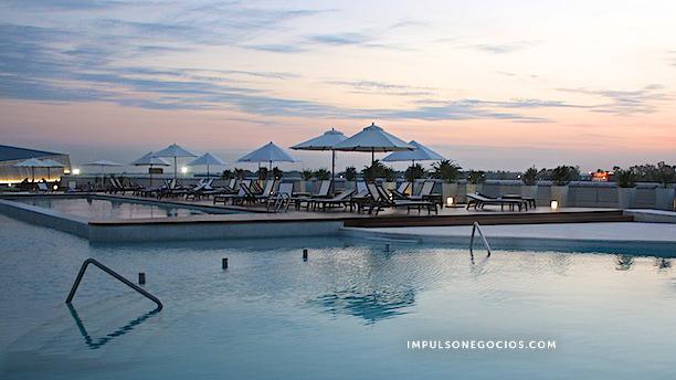 Hawaii Pool Party En La Terraza De Hotel Pullman Rosario